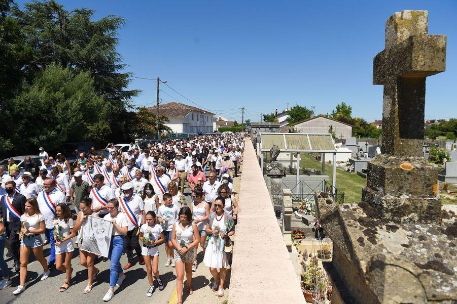 Marche blanche à Aiguillon pour Mélanie Lemée, le 11 juillet 2020.