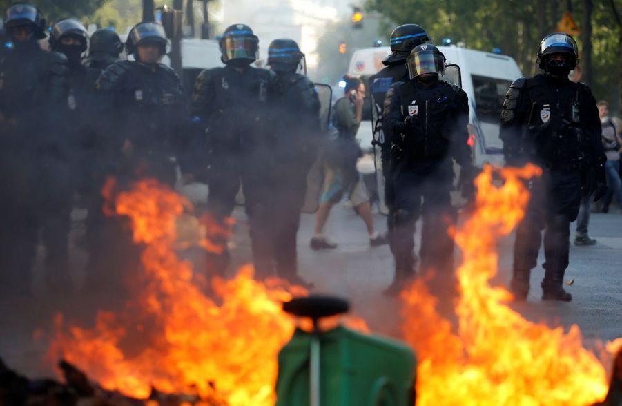 Quelque 15.000 personnes ont marché pour le climat samedi à Paris mais cette manifestation a été parasitée par des violences.
