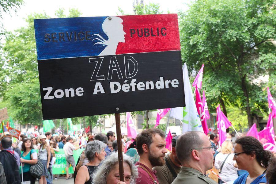 """Lors de la manifestation parisienne de la """"maréepopulaire"""", le 26 mai 2018."""
