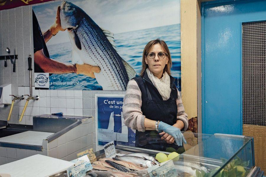 Asmae a repris la seule poissonnerie de la ville. Ses clients principaux : restaurants et collectivités.