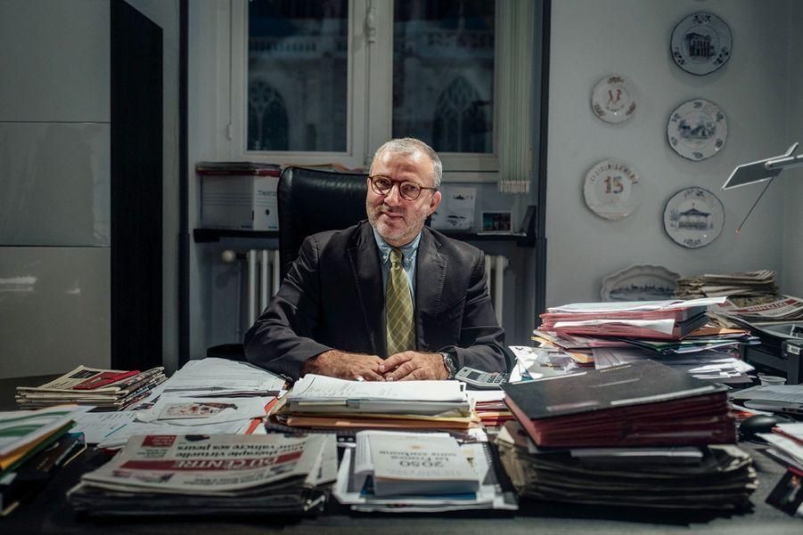 Denis Thuriot, maire sans étiquette de Nevers. Elu en 2014, il mise sur le développement du numérique pour redynamiser sa ville.