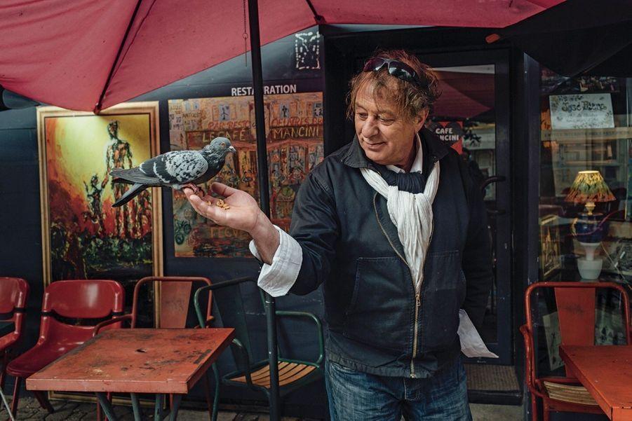 Avec son bar le Mancini, José a réinsufflé un peu de vie sur l'une des places principales.