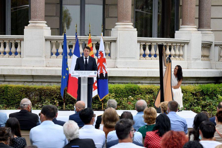 Discours de Christian Estrosi lors de la cérémonie d'hommage dans les jardins du musée Masséna.