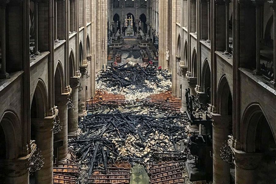 L'intérieur de la cathédrale Notre-Dame de Paris
