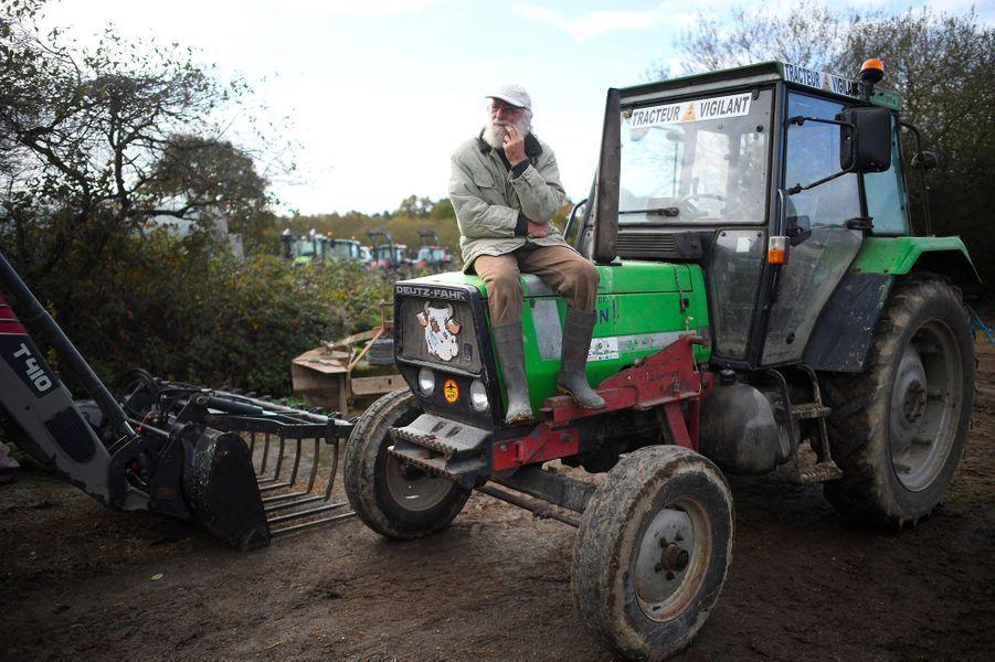 Notre-dame-des-Landes : les opposants investissent la ZAD en tracteur