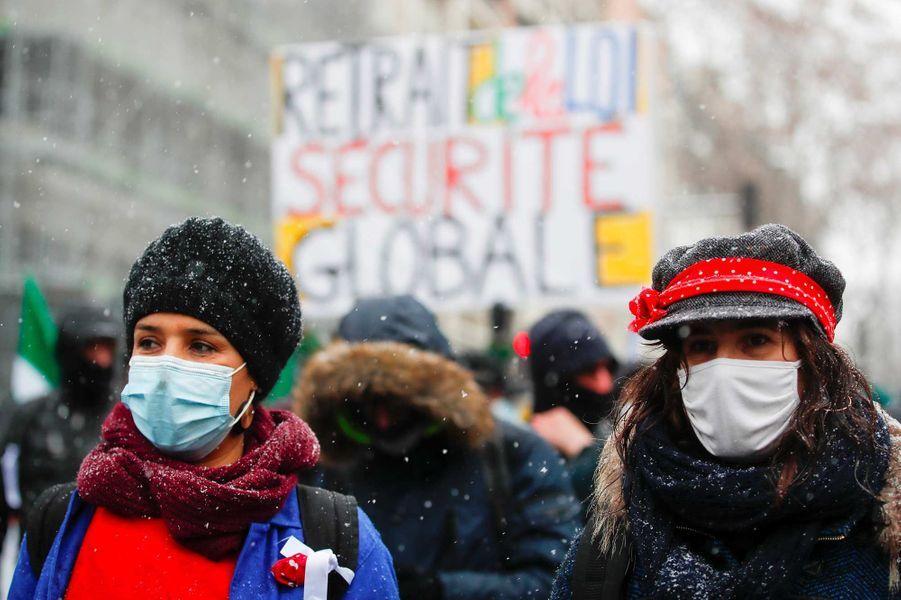 """Manifestation contre la proposition de loi """"sécurité globale"""" à Paris, le 16 janvier 2021."""