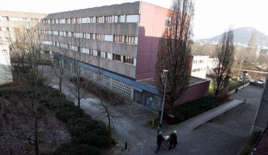 Trois adolescents âgés entre 15 et 16 ans ont été mis en examen hier soir suite à une violente agression sur un handicapé physique et mental dans la région de Besançon (Franche-Comté).