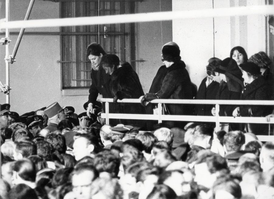 Le 8 février 1968, le général de Gaulle rend hommage aux marins de la « Minerve » à Toulon. Le chef de l'Etat effectuera une plongée symbolique à bord de l'« Eurydice ».