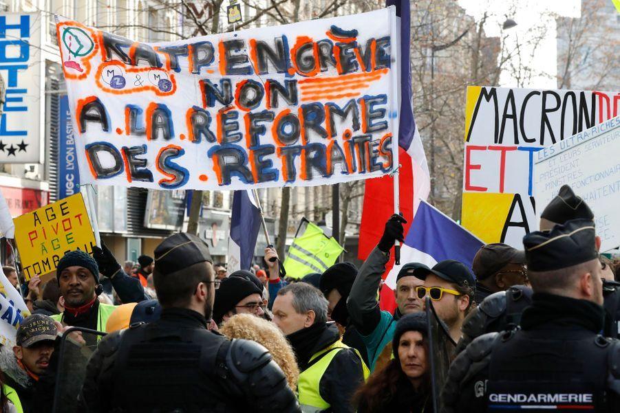 Manifestation à Paris contre la réforme des retraites le 4 janvier 2020.