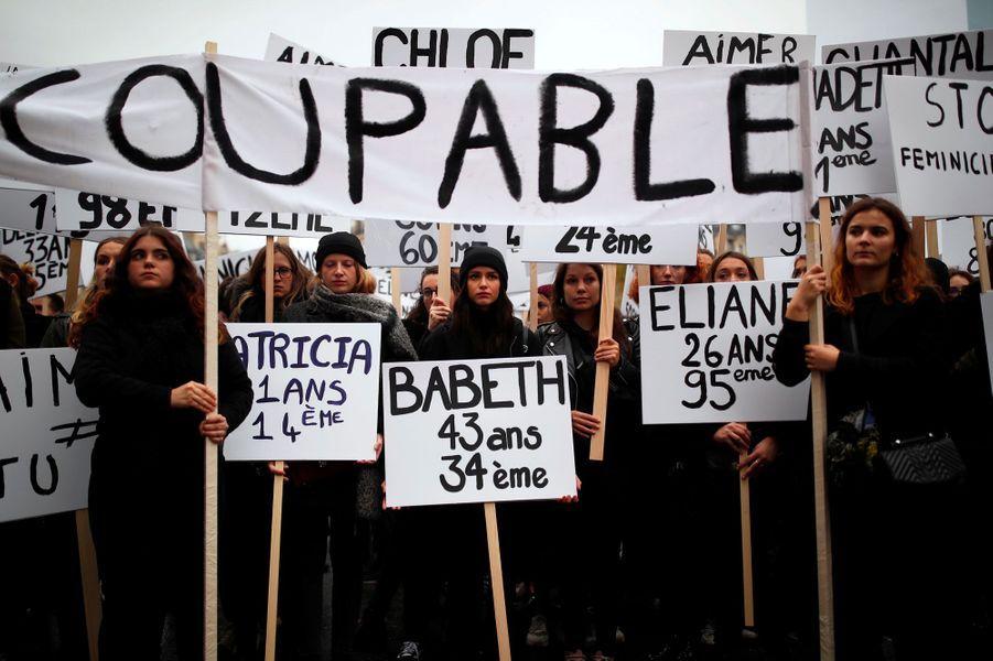 Lors de la marche contre les violences sexistes et sexuelles à Paris, samedi.