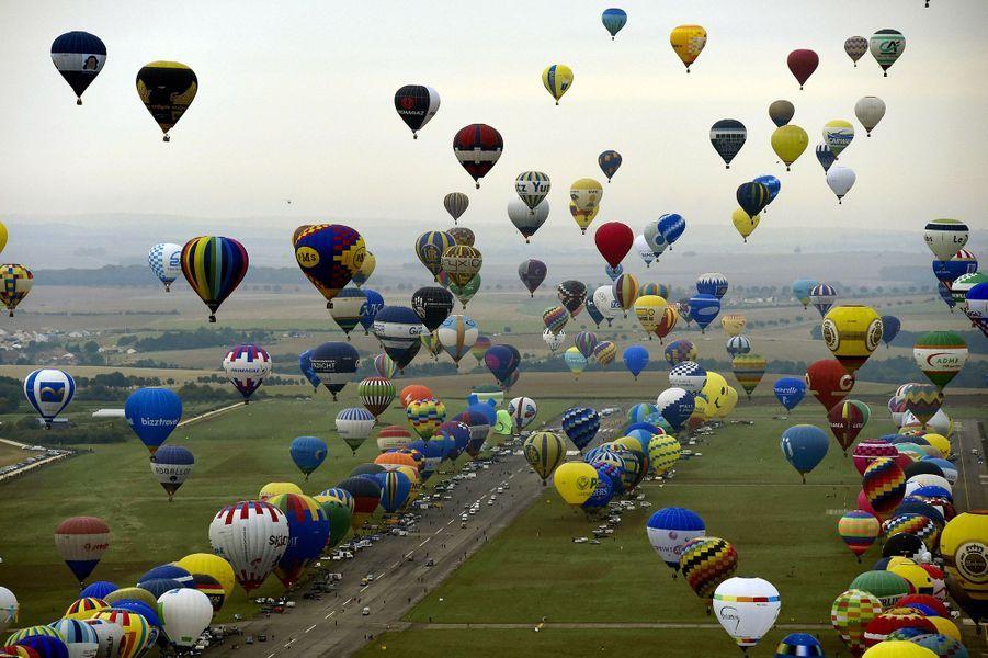 456montgolfières ont décollésimultanément dans le ciel de Lorraine vendredi