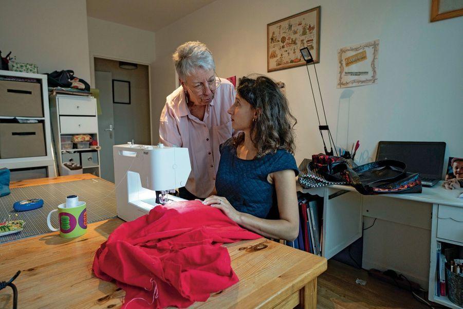 La situation de Sylvie a été bouleversée par un divorce. A 67 ans, cette habitante d'Antony (Hauts-de-Seine) a dû trouver un petit boulot. Sa retraite est de 900 euros.