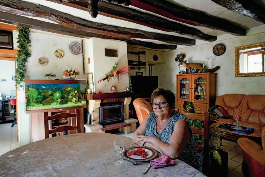 Avec 740 euros par mois, Josiane s'en sort grâce à son potager. A 71 ans, cette veuve d'un exploitant agricole vit chichement à Cinq-Mars-la-Pile (Indre-et-Loire).