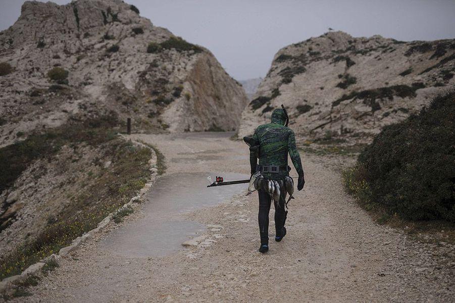 Le jeune photographe Daniel Cole, basé à Marseille, a immortalisé la vie des habitants des îles du Frioul, au large de Marseille.
