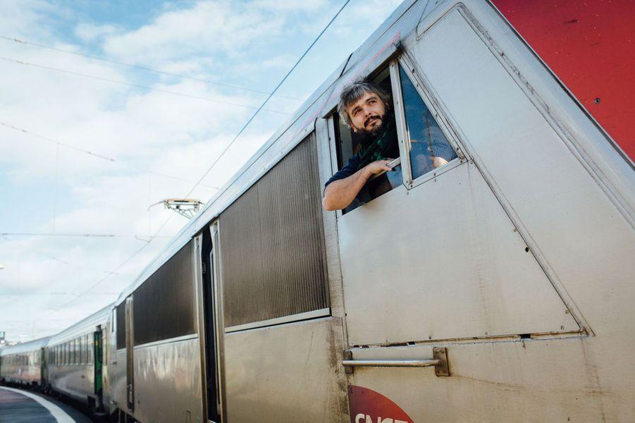 Après un «découché» dans un hôtel de Cherbourg qu'il a rejoint vers minuit. Le lendemain, à 10 heures, il prépare à nouveau son train pour reprendre la direction de Paris.