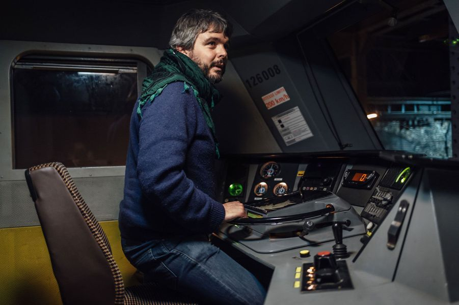 A une demie-heure du départ du train, Guillaume s'apprête à manoeuvrer la locomotive pour la remettre en tête de train.