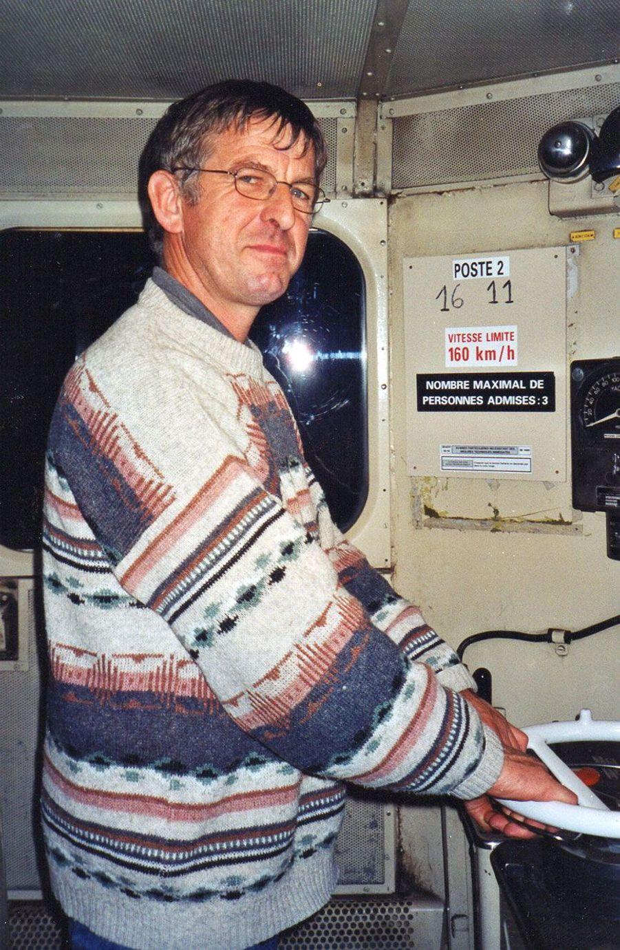 Le père de Guillaume, Michel Dauxais, conduit une 16 000, qui date des années 1950, en 2003.