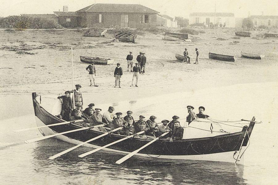 Au début du siècle dernier, les ancêtres de la SNSM. Le destin des naufragés reposait à l'époque sur ces cinq paires d'avirons.