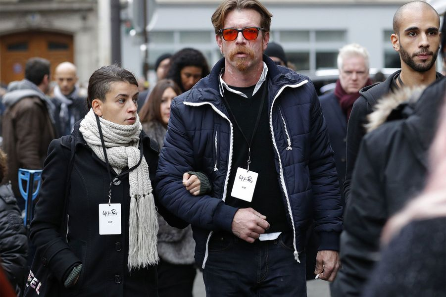 Le leader des Eagles of death metal