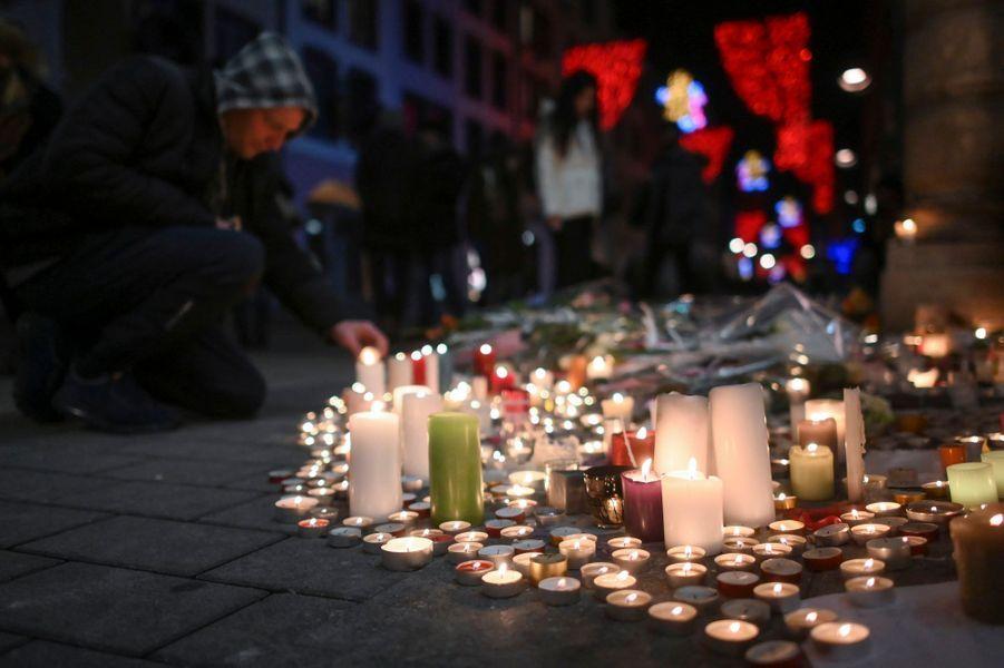 De nombreux Strasbourgeois ont rendu hommage aux victimes.