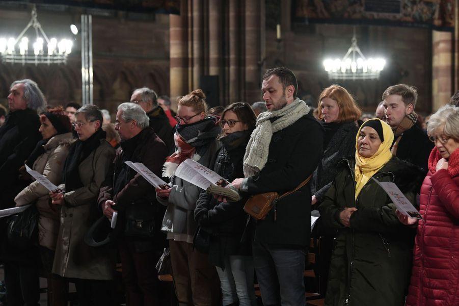 Quelque 1.500 personnes se sont rassemblées en la Cathédrale de Strasbourg jeudi soirlors d'une cérémonie œcuménique.