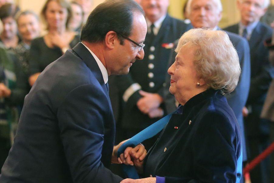 Jacqueline Fleury, présidente d'honneur d'une association de déportés et internés de la Résistance, a été élevée à la dignité de grand'croix, la plus haute distinction.