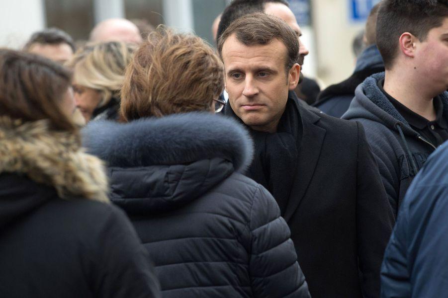 Emmanuel et Brigitte Macron saluent des proches des victimes de l'attentat de Charlie Hebdo.