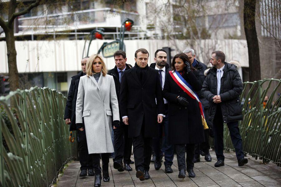 Brigitte et Emmanuel Macron et Anne Hidalgo lors des hommages aux victimes des attentats de janvier 2015 à Paris.