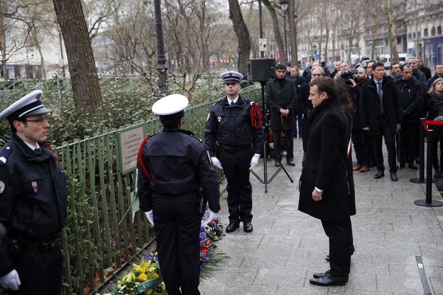 Hommage boulevard Richard-Lenoir,où est tombé le policier Ahmed Merabet.