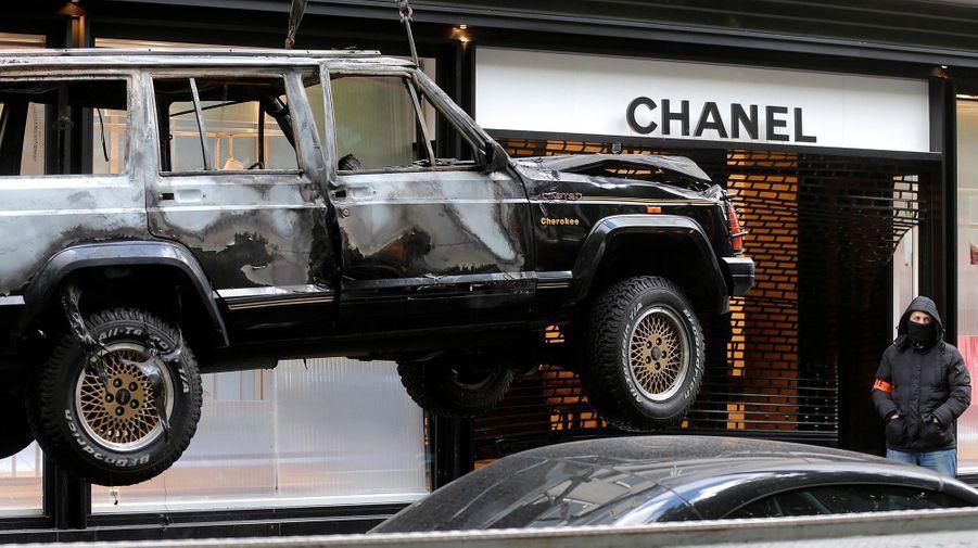 Une boutique Chanel cambriolée à la voiture bélier