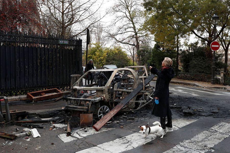 Paris se réveille sous le choc après un samedi noir