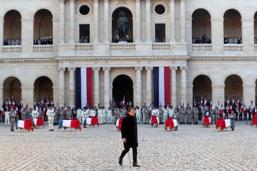 Emmanuel Macron lors de l'hommage aux Invalides aux 13 soldats tués au Mali.