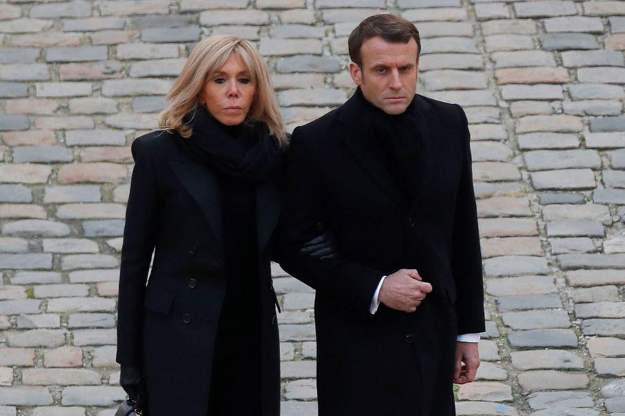 Emmanuel et Brigitte Macron lors de l'hommage aux Invalides aux 13 soldats tués au Mali.