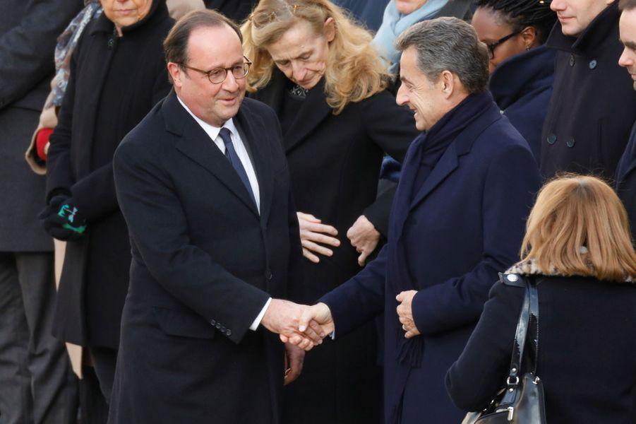 François Hollande et Nicolas Sarkozy aux Invalides pour l'hommage aux 13 soldats tués au Mali.