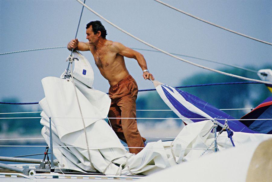 « Affaler ou envoyer la voilure… toutes ces activités musculaires n'admettent pas la méforme », disait-il. Sur le « Paul Ricard », près de Bénodet en 1984.