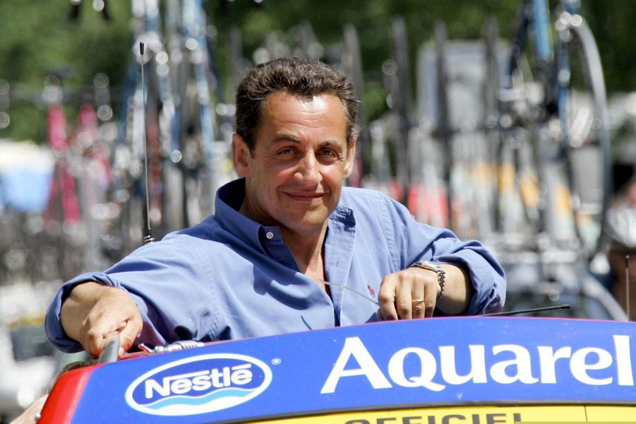 17 juillet 2005, Nicolas Sarkozy, à l'époque ministre de l'Intérieur, suit le Tour au plus près lors de l'étape entreLezat-sur-Leze et St-Lary-Soulan.