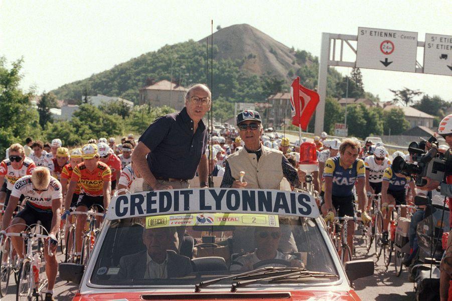 Valéry Giscard d'Estaing de retour sur le Tour, en tant qu'ancien président de la République, le 25 juillet 1986 pour suivre une étape reliant Saint-Etienne à Clermont-Ferrand.