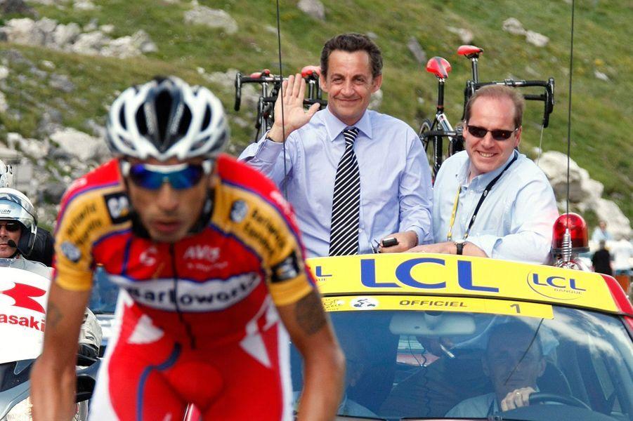 Nicolas Sarkozy aux côtés de Christian Prudhomme, le directeur du Tour, lors de l'étapeVal d'Isère-Briançon, le 17 juillet 2007.