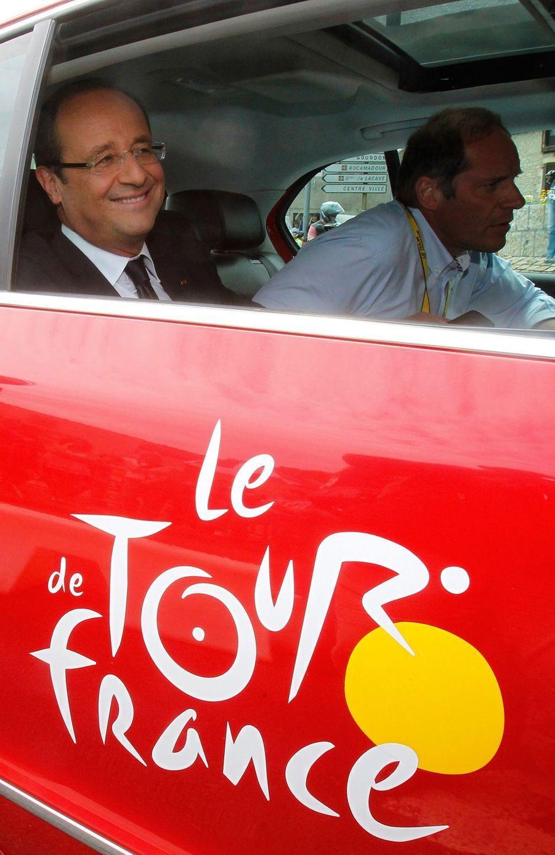 20 juillet 2012, le nouveau président Francois Hollande suit l'étape entreBlagnac et Brive-La-Gaillarde dans la voiture du directeur du Tour,Christian Prudhomme.