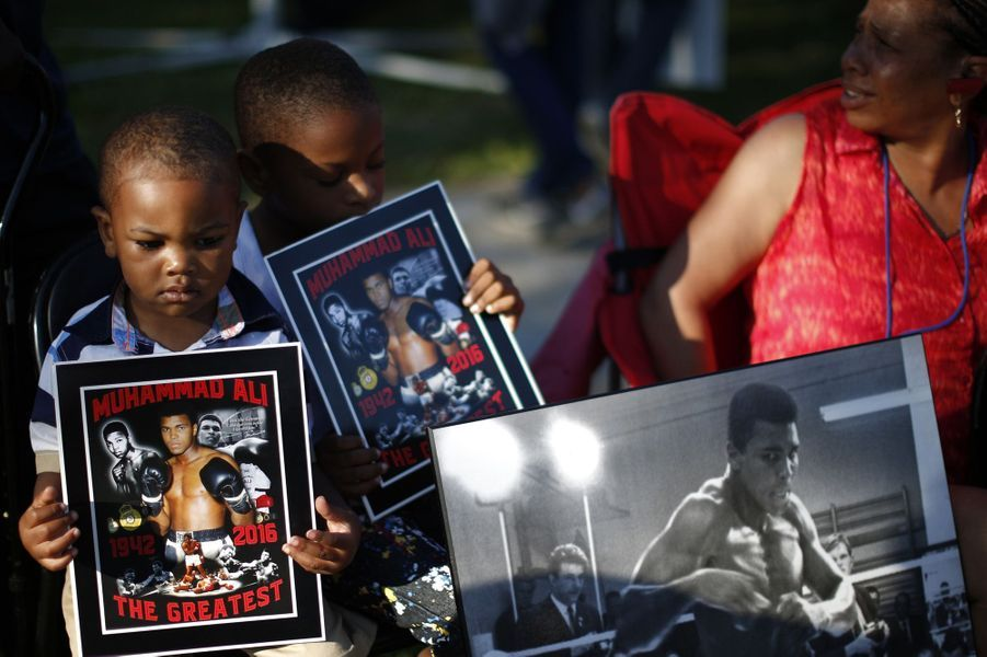 A Louisville, le long de la procession en hommage à Mohamed Ali, vendredi 10 juin 2016.