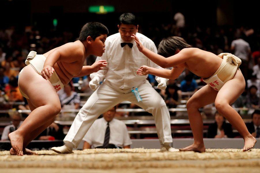 Le sumo est un sport sacré au Japon. Ce dimanche a eu lieu un tournoi de sumo Wanpaku à Tokyo au Japon.