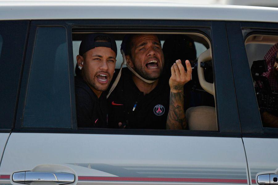 Neymar et Dani Alves au bout du suspense.