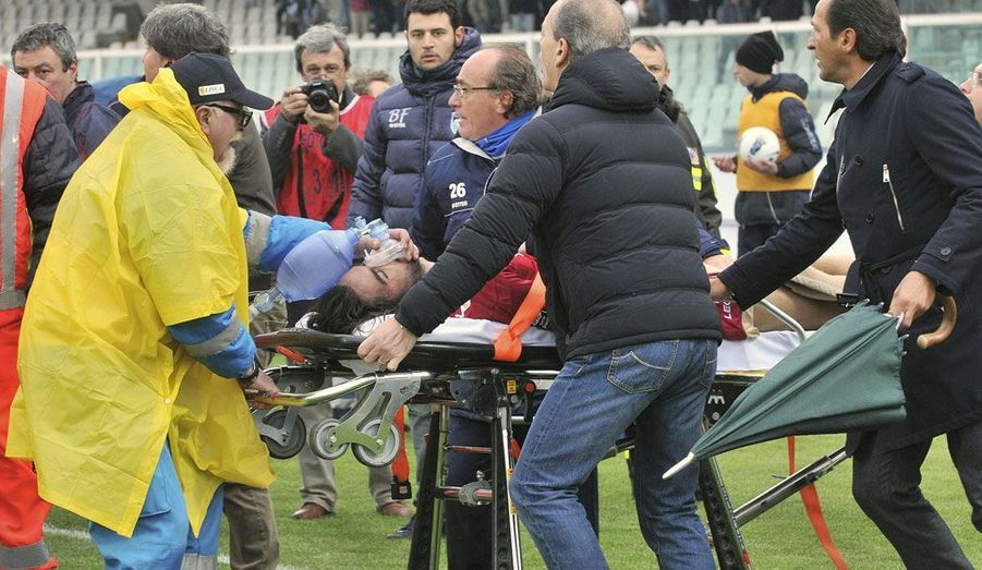 Le milieu de terrain du club italien de Livourne,Piermario Morosini, s'est effondré en plein match à la 31ème minute. Le joueur de 25 ans est mort d'un arrêt cardiaque. «C'est une tragédie. Nous sommes effondrés», a déclaré le président du club de Livourne, Aldo Spinelli, sur la chaîne Telenord Genova.