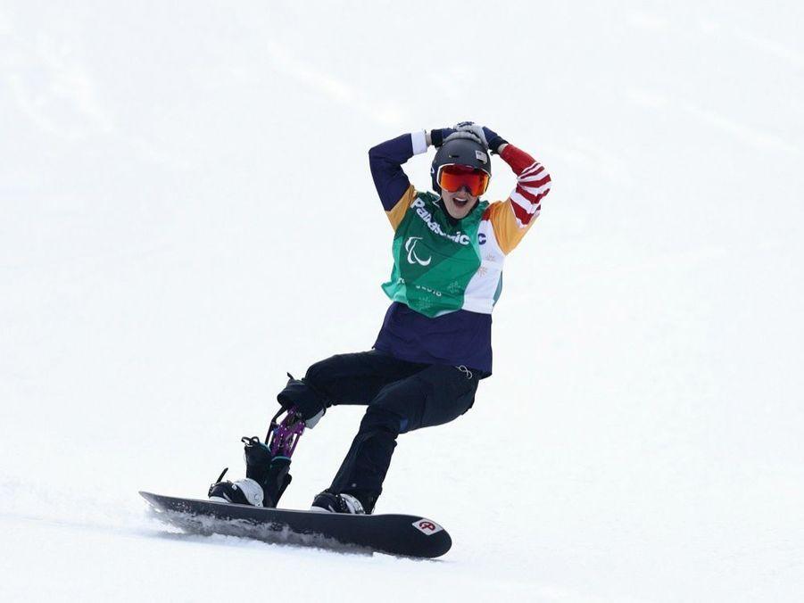 Que la victoire est belle ! Juste après avoir remporté l'or paralympique au snowboard cross, en mars 2018