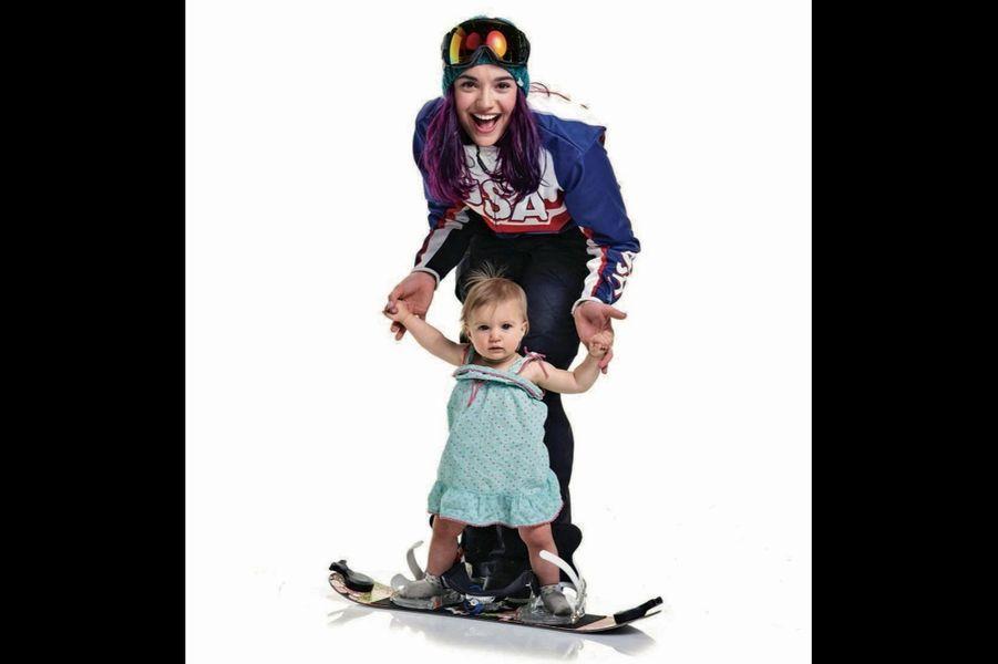 Brenna Huckaby en « tenue de combat » pour les Jeux paralympiques 2018, avec sa fille, Lilah, qui a commencé le snowboard à 1 an
