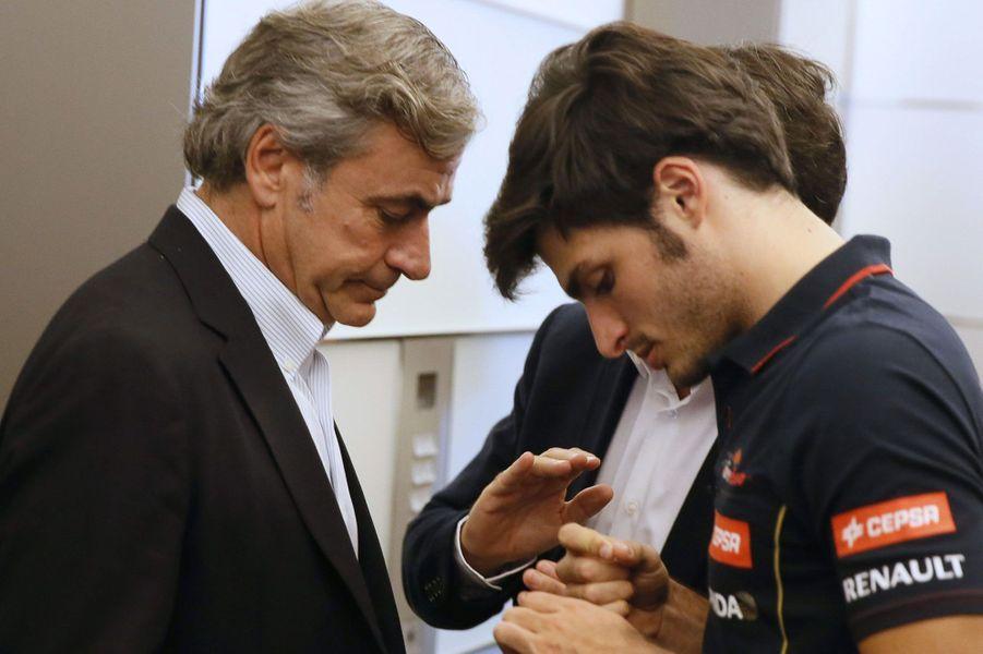 Ils ont le même prénom et le même talent. Carlos Sainz, champion du monde des rallyes et vainqueur de la coupe du monde des rallyes tout-terrain, a transmis l'amour de la vitesse à son fils, Carlos Sainz Jr. Il a fait ses débuts en F1 en 2015 avec la Scuderia Toro Rosso. «Quand j'étais petit, quand j'arrivais sur les pistes de karting, j'ai réalisé à quel point le nom de mon père était important dans le monde du sport automobile et j'ai beaucoup travaillé pour me forger ma propre réputation», déclarait-il en 2014 en conférence de presse, demandant ainsi à ce qu'on oublie le nom qu'il porte et que l'on se concentre sur son talent. «Ce serait donc sympa si les gens pouvaient juste m'appeler Carlos Sainz. Je comprendrais que l'on m'appelle Junior si j'étais un pilote de rallye, mais étant donné que je suis un pilote de Formule 1 maintenant, je ne vois pas la raison que l'on continue à m'appeler Junior».