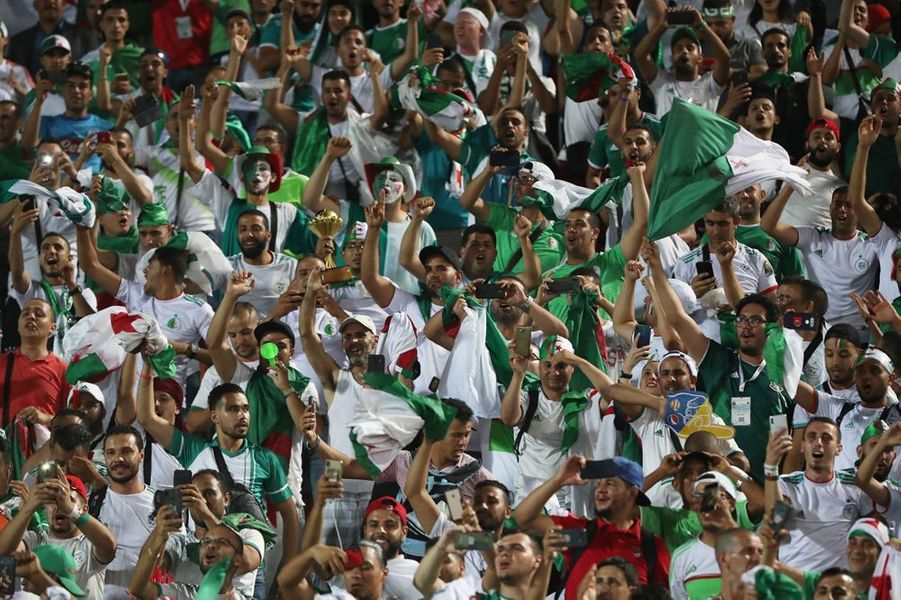 La joie des supporters algériens au coup de sifflet final.