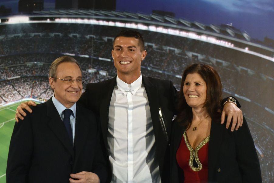 Florentino Perez, Cristiano Ronaldo et sa mère Maria Dolores dos Santos Aveiro.