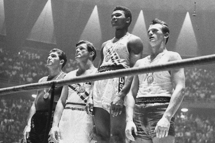 Il obtient le titre de champion olympique à Rome en 1960