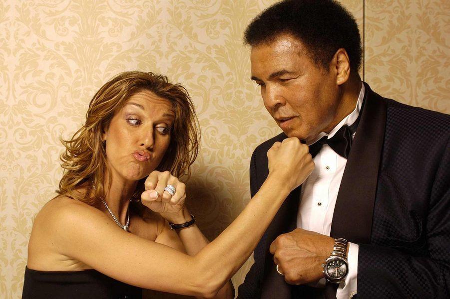 Mohamed Ali et Céline Dion lors d''un gala contre la maladie de Parkison en 2004